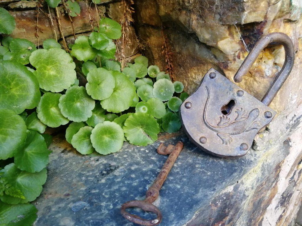 La cerradura y la llave para el antiguo granero.